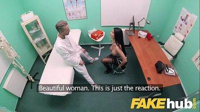 Nena polaca de grandes tetas follando con el doctor