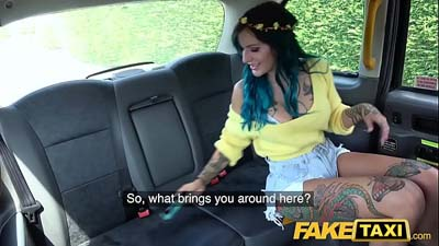 Taxista se Folla a Estrella Porno