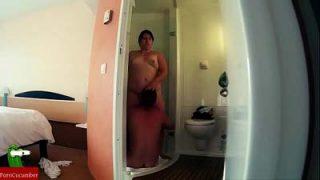 Mujer gorda follando en la ducha